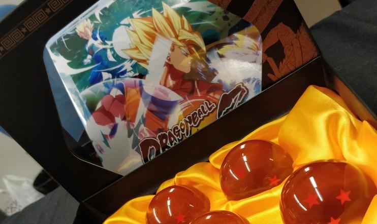 Avataan laatikko: Dragon Ball FighterZ -lehdiZtöversio, jossa mukana aidot lohikäärmekuulat